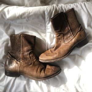 Frye casual ankle boot size 7.5 color tan leather
